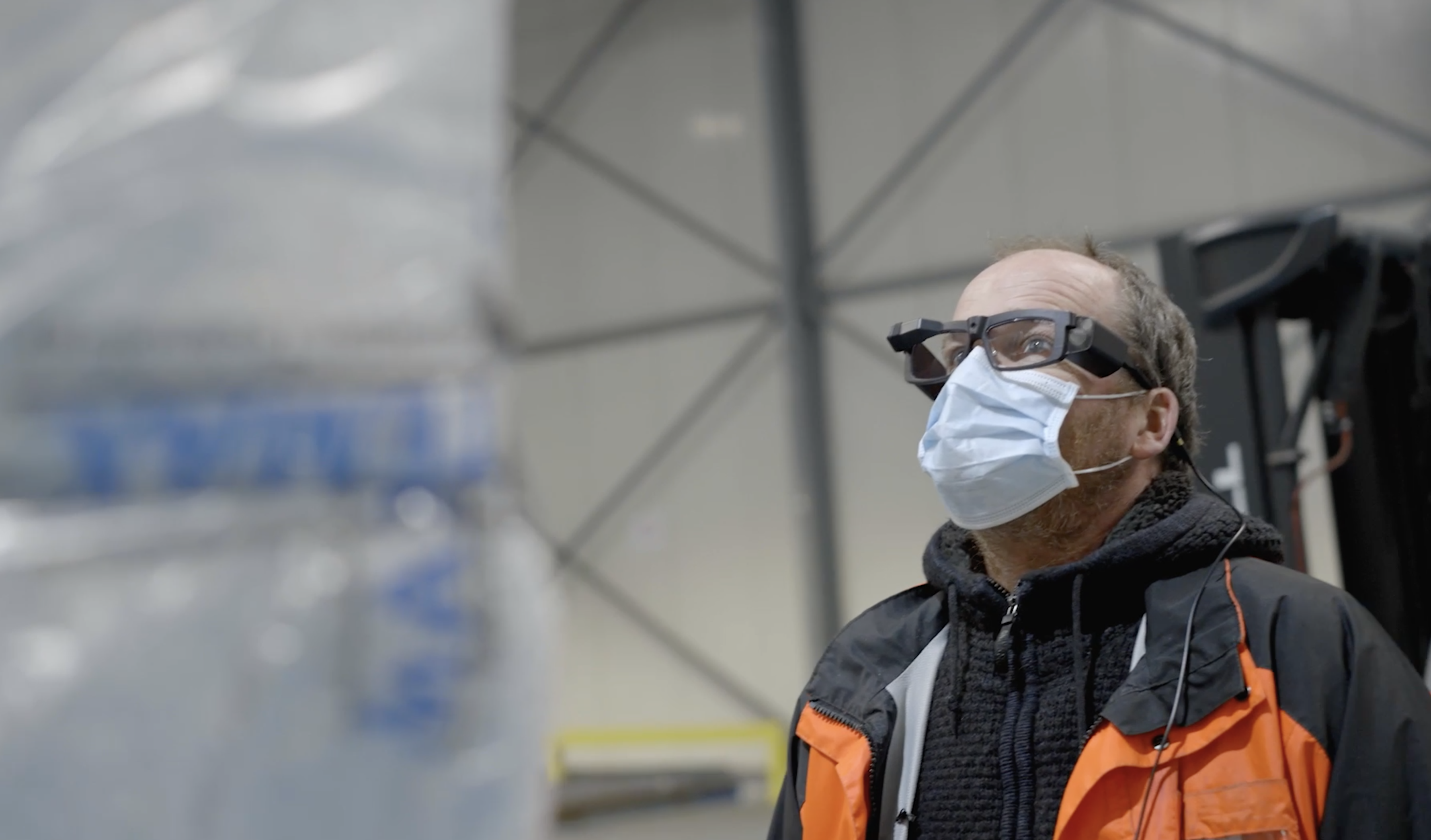 Aviapartner warehouse operator wearing Iristick smart glasses for cargo handling