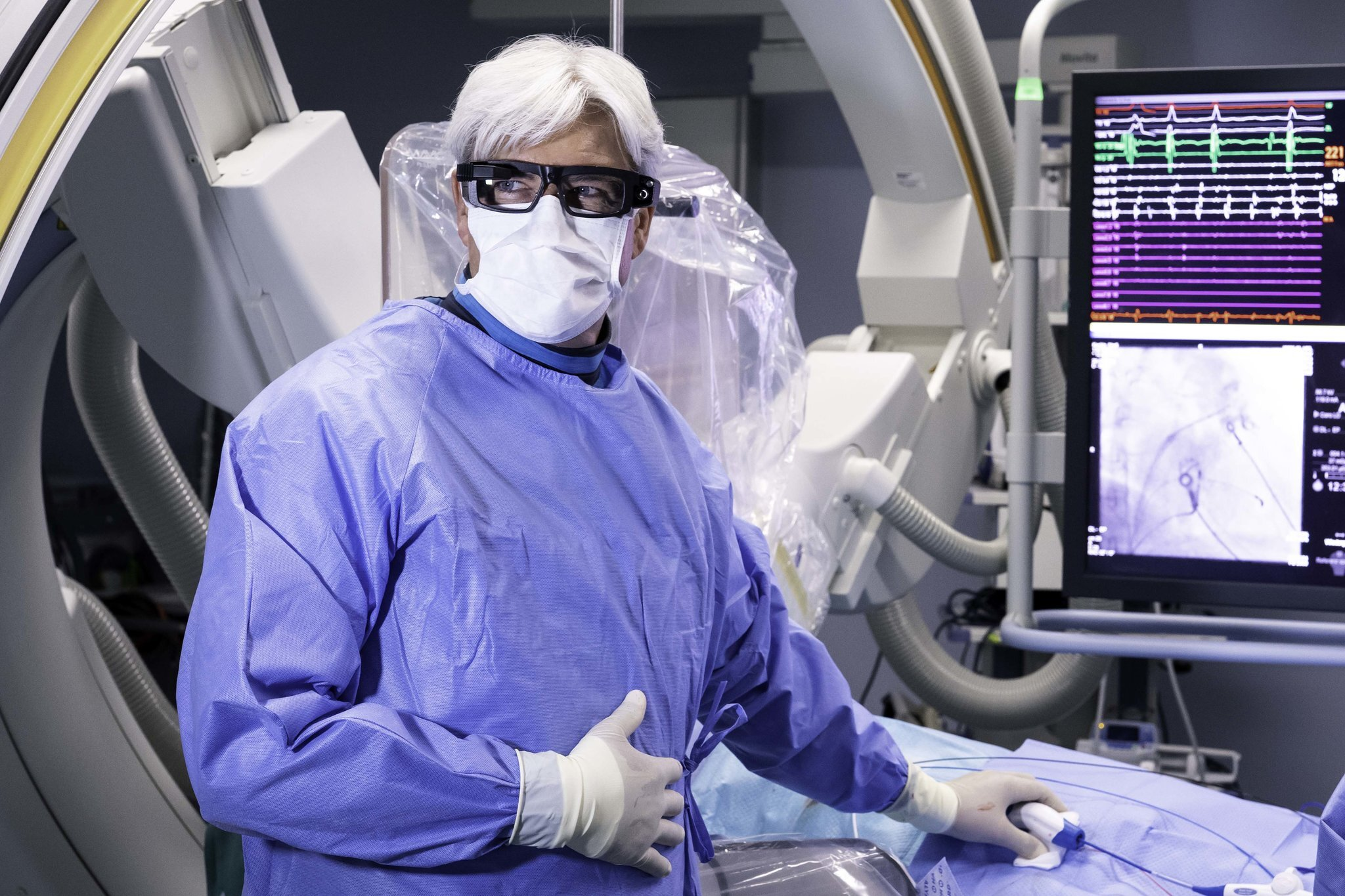 A Medical product specialist can collaborate with a surgeon from a distance