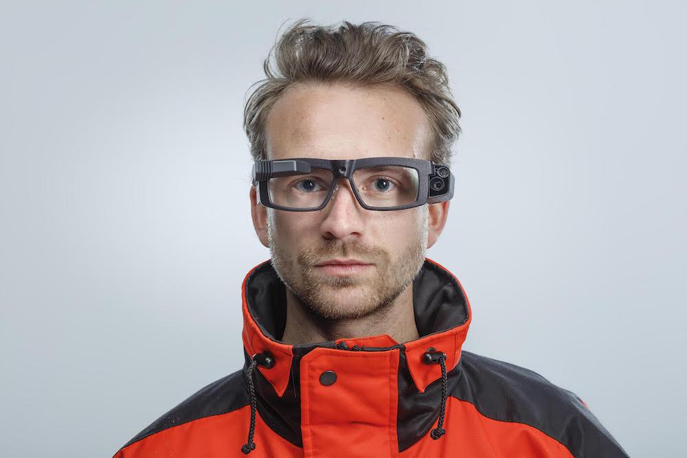Field service engineer wearing Iristick smart glasses