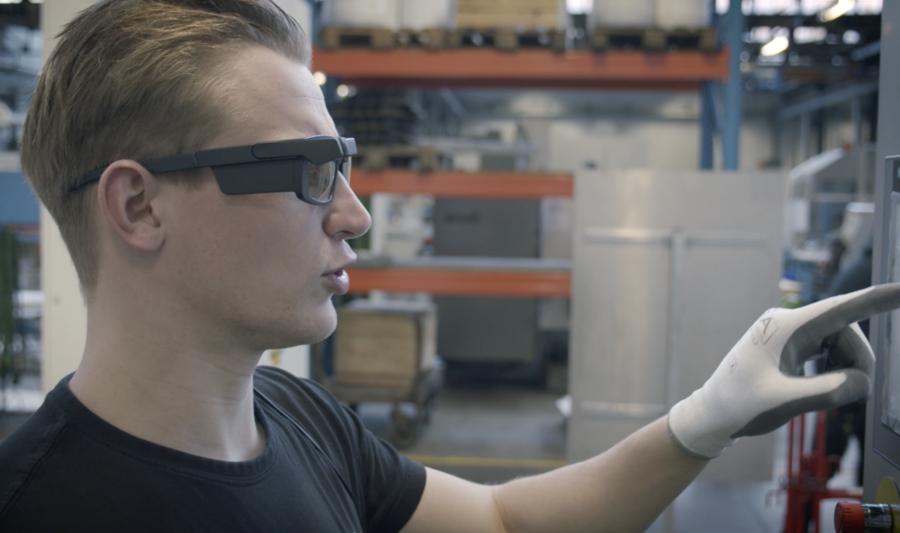 Still video JBT operator wearing IRISTICK smartglasses
