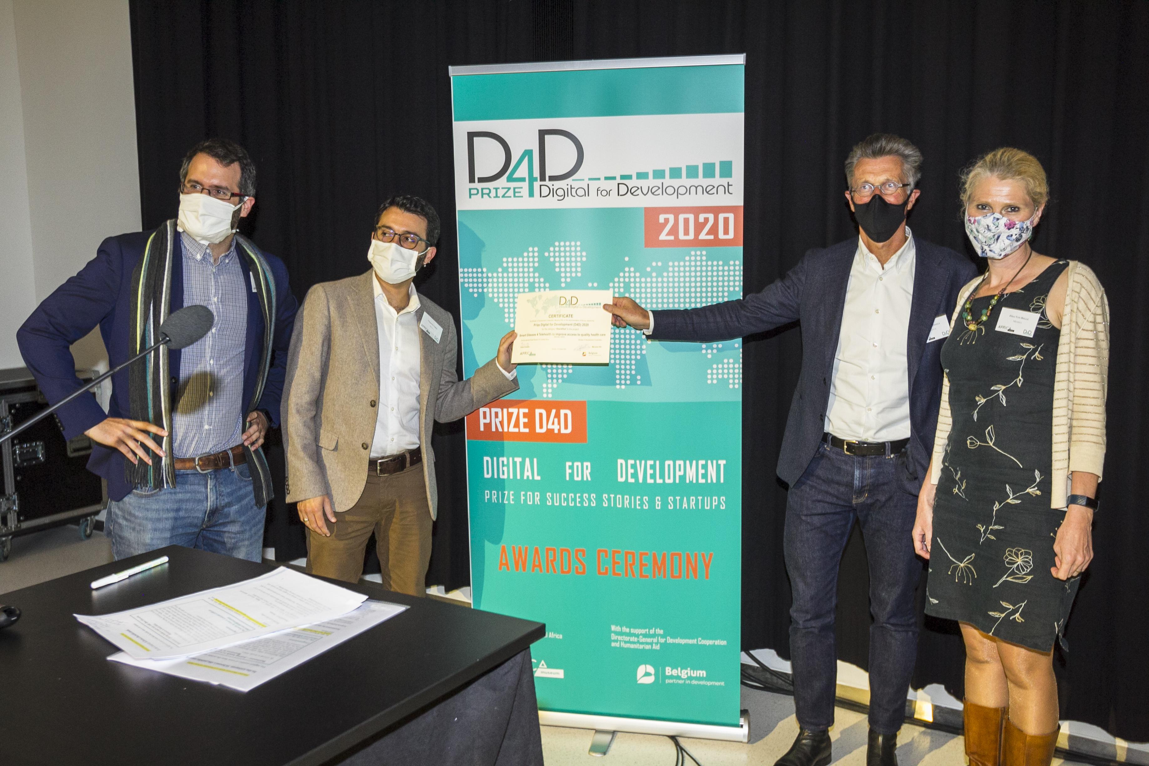 Steven Serneels receiving the D4D award